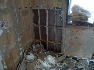 内装解体、石膏ボード剥がし