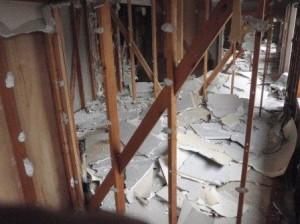 内装解体、石膏ボードはがし、解体工事
